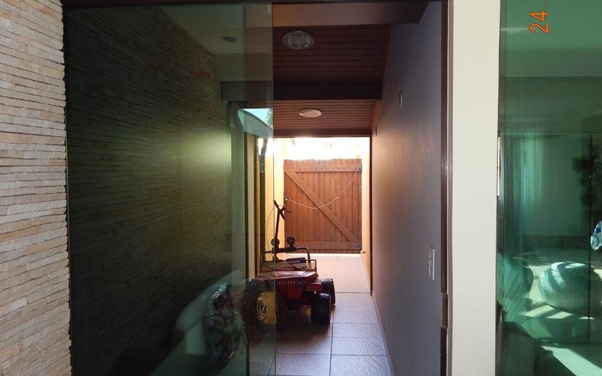 Casa individual em condomínio fechado